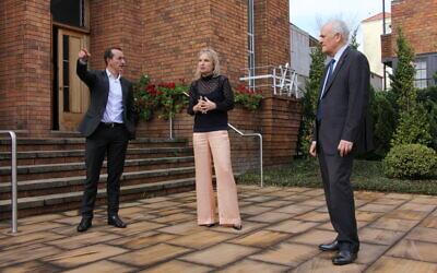 From left: Dave Sharma MP, Emanuel Synagogue CEO Suzanna Helia and ECAJ co-CEO Peter Wertheim. Photo: Gareth Narunsky