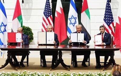 Bahraini Foreign Minister Abdullatif Al Zayani, Israeli Prime Minister Benjamin Netanyahu, US President Donald Trump, and Emirati Foreign Minister Abdullah bin Zayed Al Nahyan after signing the Abraham Accords. Photo: EPA/Jim Lo Scalzo
