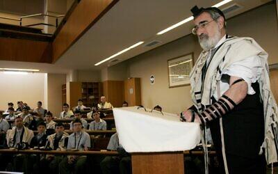 Rabbi Sacks at Moriah College in 2006.