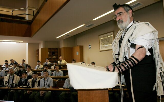 Rabbi Sacks at Moriah College in 2006.