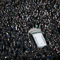 Ultra orthodox jewish man attend the funeral of late Rabbi Meshulam Dovid Soloveitchik, spiritual leader of the Mir Yeshiva, on January 31, 2021, in Jerusalem. Photo by Yonatan Sindel/Flash90 *** Local Caption *** תפילה חרדי לוויה הלוויה המונית ריחוק חברתי משולם דוד הלוי סולובייצ'יק