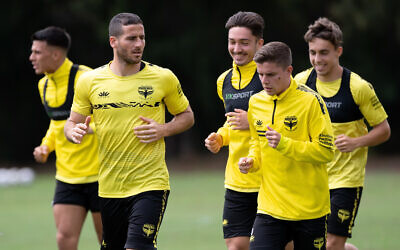 Tomer Hemed trains with his Wellington Phoenix teammates. Photo: Speed Media.