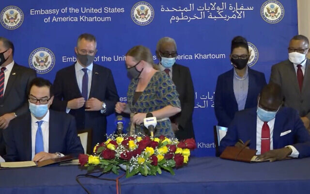 US Treasury Secretary Steven Mnuchin (left) and Sudanese Justice Minister Nasredeen Abdulbari signing the  Accords. (Screen capture: Facebook)