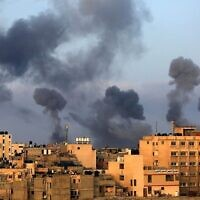 Smoke billows following Israeli airstrikes on the southern Gaza region of Khan Yunis. Photo: Mahmoud Khatab/AFP