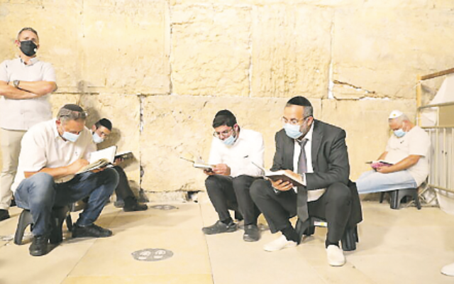 Kinnot during COVID at the Kotel, July 29, 2020. Photo: Olivier Fitoussi/Flash90