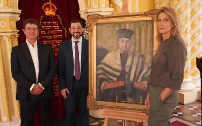 The Great Synagogue president David Lewis, chief minister Rabbi Benjamin Elton and Australian actor and director, Rachel Griffiths with the portrait of Rabbi Porush. Photo: Mint Pictures.