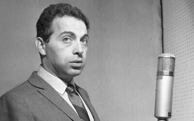 """Comedian Jackie Mason recording his album """"I Want To Leave You With The Words Of A Great Comedian"""" on February 20, 1963  in New York. (Photo by PoPsie Randolph/Michael Ochs Archives/Getty Images)"""