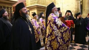 كهنة من الروم الاورثودوكس يحتفلون بعيد الفصح في القدس ( Shmuel Bar-Am)