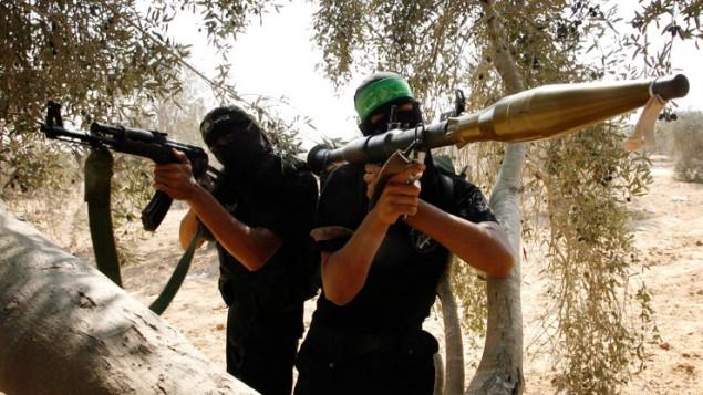 مقاتلو حماس في قطاع غزة (فلاش 90)
