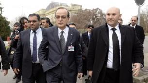 وفد الائتلاف الوطني لقوى الثورة والمعارضة السورية يصل للمشاركة في لقاء اول مع وفد النظام السوري في جنيف في 25 كانون الثاني/يناير 2014  (أ ف ب)