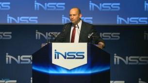 وزير الاقتصاد نافتالي بينت يخطب في تل ابيب 28 يناير 2014 (صورة شاشة)