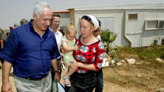 بنيامين نتانياهو رئيس المعارضة آنذاك في زيارة الى مستوطنات الضفة الغربية 2007 (أوليفر فيتوسي/ فلاش 90)