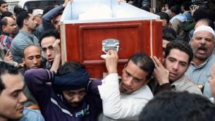 تشييع قتلى الصدمات في ذكرى الثورة المصرية  26 يناير 2014 (محمد الشاهد/ أ ف ب)