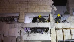 رجال الانقاذ والاسعاف في ساحة الانفجار اللذي قتل ثلاثة أشخاص في حي جيلو بالقدس صباح يوم الاثنين 20 يناير 2014 (بعدسة يوناتان سنايدل/ فلاش 90)