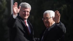 رئيس الوزراء الكندي هاربر مع رئيس السلطة محمود عباس خلال مراسيم الاستقبال في رامالله 20 يناير ( بعدسة عصام ريماوي/ فلاش 90)
