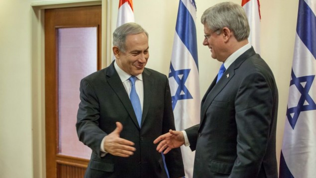 ستيفان هاربر وبنيامين نتانياهو خلال زيارة هاربر 2013 (اميل سلمان/ فلاش 90)