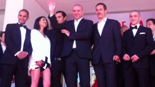 """طاقم فلم """"عمر"""" في مهرجان كان, ابو أسعد في المركز (مقدمة من صفحة فيسبوك هاني ابو اسعد)"""