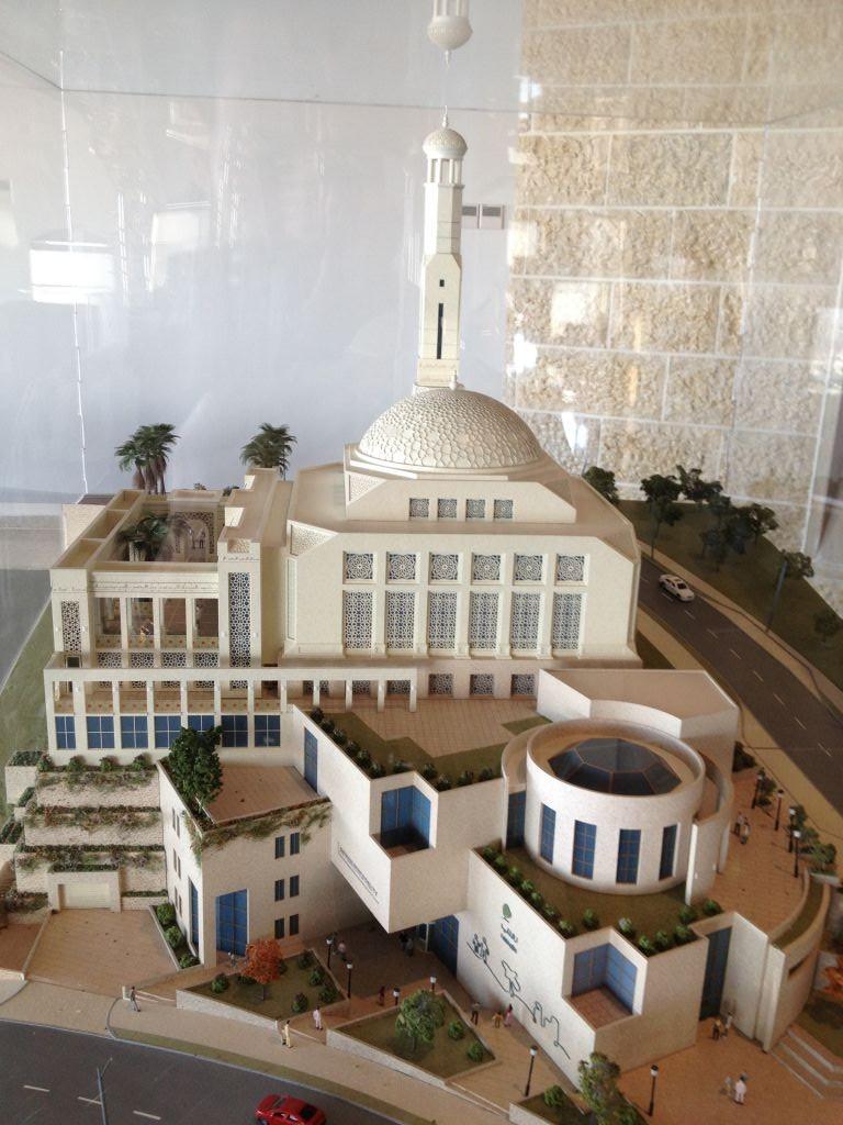 نموذج مركز الزائرين في الروابي (بعدسة الحانان ميلر/ طاقم تايمز أوف اسرائيل)