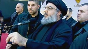 صورة من شاشة قناة المنار لقائد حزب الله حسن نصرالله يوم عشوراء 6 ديسمبر 2001 والذي يعتبر اول ظهور عام له منذ 2008 (من شاشة المنار طريق أ ف ب)