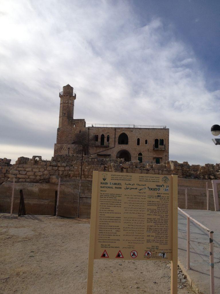 بني المسجد في 1730 فوق قبر يهودي التاريخ ينسب الى النبي صاموئيل 31 يناير (بعدسة الحنان مييلر/ طاقو تايمز أوف اسرائيل)