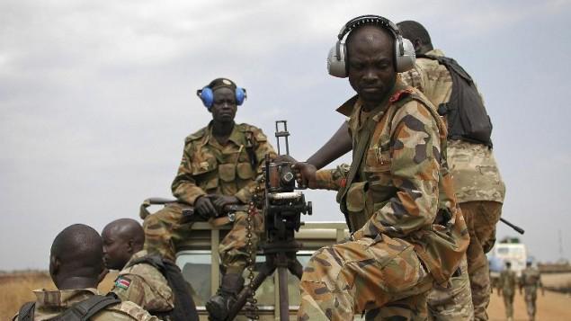 """جنود من """"جيش تحرير جنوب السودان"""" خلال دورية في ملكال في 21 كانون الثاني/يناير 2014 © ا ف ب/ارشيف تشارلز لومودونغ"""