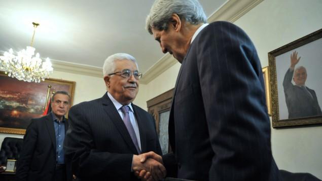 جون كيري مع محمود عباس في عمان 2013 [State Department photo/ Public Domain]