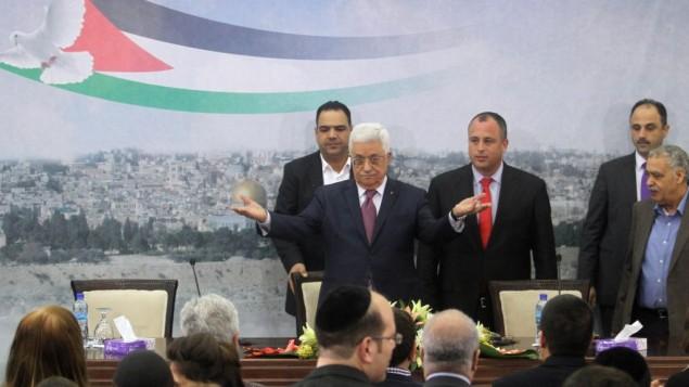 الرئيس الفلسطيني محمود عباس في لقاء مع طلاب جامعة اسرائيلين في الضفة الغربية رام الله 16 فبراير 2014 (بعدسة عصام ريماوي/ فلاش 90)