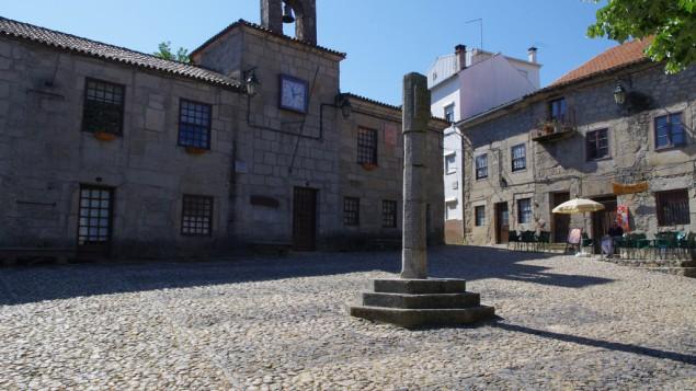 البلدة البرتغالية بلمونط حيث تمركز العديد من اليهود القبرصيين (photo credit: CC BY Ken and Nyetta, Flickr)