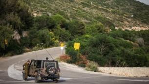 دورية للجيش الاسرائيلي عند الحدود اللبنانية في راس الناقورة 2013 (فلاش 90)