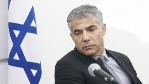 وزير المالية يائير لبيد 2013 (بعدسة روني شوتسر/ فلاش 90)