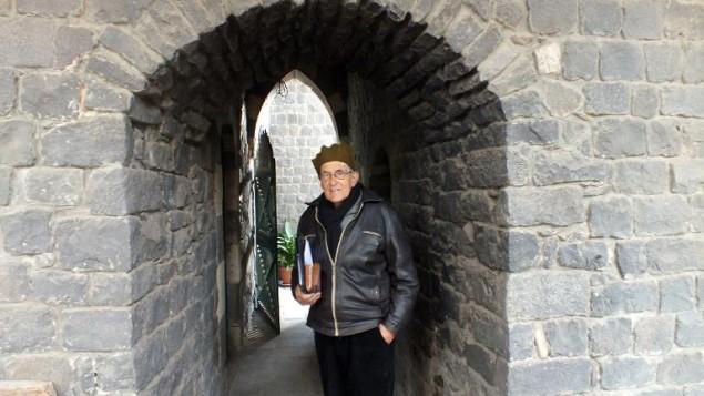 لكاهن اليسوعي الهولندي فرانز فان در لوغت في دير الاباء اليسوعيين في حمص 2 فبراير 2014  (محمد أبو حمزة/ ا ف ب)