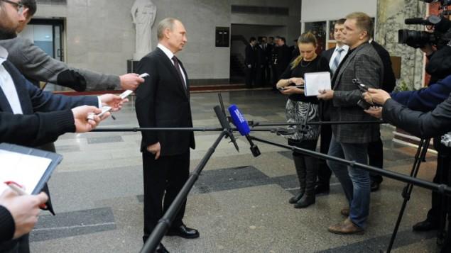 فلاديمير بوتين يتحدث الى الصحافة بعد لقاء مع وزير الخارجية (أ ف ب/ ميخائيل كليمنتيف)