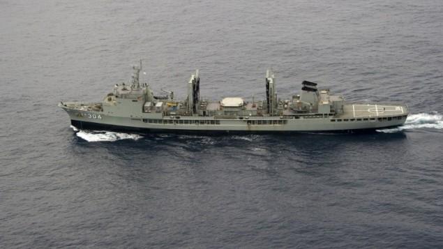 هذه الصورة صورت بتاريخ  22 مارس 2014 وقدمت للصحافة في 24 مارس 2014 من قبل وزارة استراليا الدفاع  RAAF AP- أوريون في جنوب المحيط الهندي كجزء من البحث الأسترالي بقيادة لهيئة السلامة البحرية لماليزيا الخطوط الجوية طيران (MH370.  AFP / الاسترالية الدفاع / الرائدة سيمان جوستين براون)