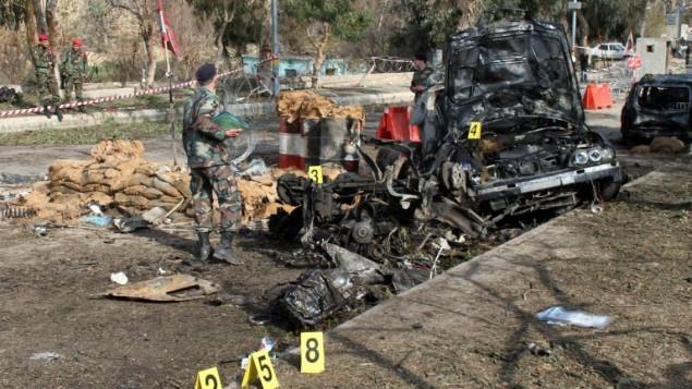 موقع انفجار سيارة مفخخة على الحدود البنانية مع سوريا فبراير ٢٠١٤ (أ ف ب)