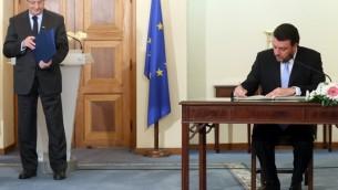 الرئيس القبرسي الجديد اثناء مراسيم التقعيين ١٦ مارس ٢٠١٤ (أ ف ب)