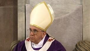 البابا فرانسيس في زيارة الى كنيسة سانتا صابينا في روما اسبوع قبل عيد الفصح المجيد 5 مارس 2014 AFP PHOTO / POOL / MAX ROSSI