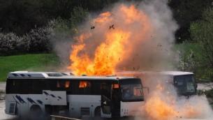 صورة التقطت في 26 ابريل 2013 خلال اعادة تمثيل نظمته الشرطة للهجوم الارهابي في مطار بورغاس يوليو 2012 والذي الحق بمقتل 5 سياح اسرائيلين (بعدسة نيكولاي يوشيونوف)