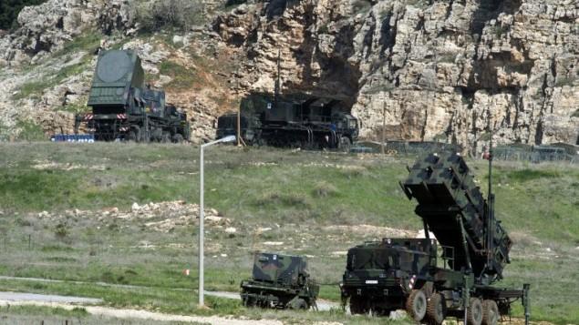 صواريخ باتريوت المانية على الحدود مع سوريا في كهانمانمارس جنوب تركيا 25 مارس 2014 (بعدسة جون مكدوجل/ أ ف ب)