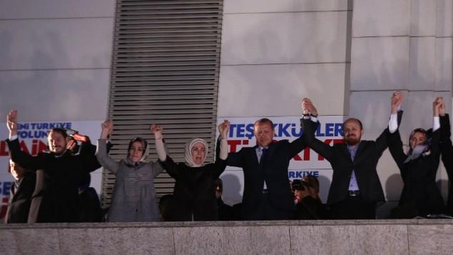 الرئيس التركي رجب طيب اورغان بعد فوز حزب العدالة والتنمية في الانتخابات البلدية ٣١ مارس ٢٠١٣ (ادم عطلان/ أ ف ب)