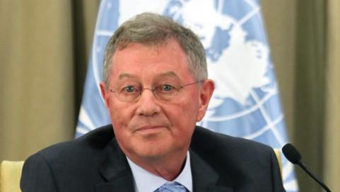 مبعوث الامم المتحدة لمحادثات السلام روبرت سيري (فلاش ٩٠)