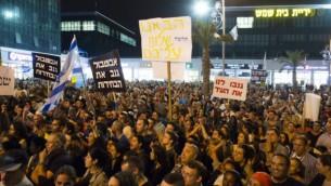 سكان بيت شمش يتظاهرون امام البلدية بعد الانتخابات في نوفمبر (بعدسة يوناتان سنايدل/ فلاش ٩٠)