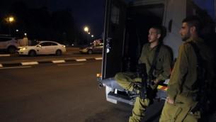 جنود الجيش الاسرائيلي في مدينة سديروت الجنوبية ليلة امس (فلاش ٩٠)
