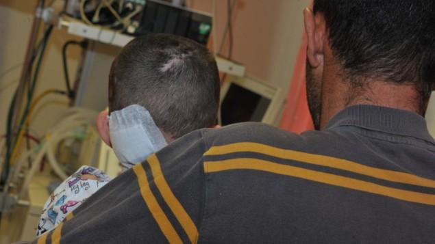 نهار الصغيرة مع والدها في مستشفى نهريا 11 مارس 2014 (مقدمة من مستشفى نهريا)