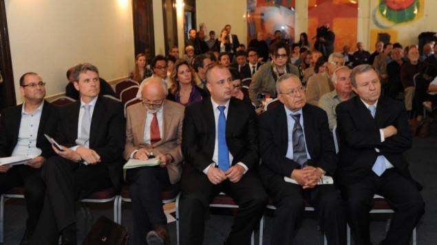 سياسيون اسرائيليون وفلسطينيون في منتدى براغ القدس ٢٤ مارس ٢٠١٤ (courtesy/AJEEC-NISPED)