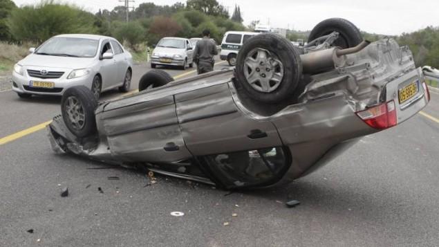 صورة توضيحية لسيارة في حادث (فلاش ٩٠)