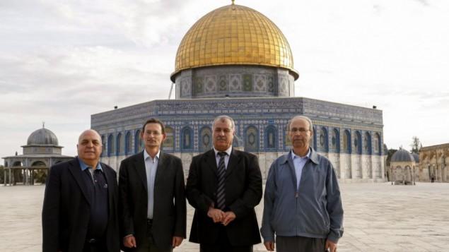 اعضاء حزب الجبهة خلال زيارة للحرم القدسي الشريف ٢٠١٣ (فلاش ٩٠)