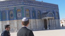 موشي فيجلين في الحرم الشريف ١٩ فبراير ٢٠١٤ (من شاشة اليوتوب)