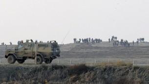 صورة توضيحية لدورية جيش اسرائيلية في هضبة الجولان 3 يناير 2014 (بعدسة دافيد بيوموفيتش / فلاش 90)