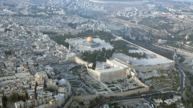 صورة من الجو لقبة الصخرة والحائط الغربي ومنتزه تاريخ الاثار (بعدسة يوسي زمير/ فلاش 90)