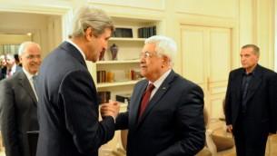 جون كيري ومحمود عباس في باريس 19 فبراير (مقدمة من الخارجية الامريكية)
